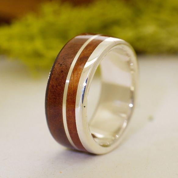 Anillos con madera y plata Anillo de plata de ley, madera de nogal y enebro 120,00€ Viademonte Jewelry