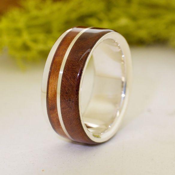 Bagues avec bois et argent Bague en argent massif, noyer et genévrier 160,00 € Viademonte Jewelry