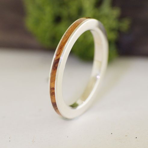 Anillos minimal Anillo de plata de ley y madera de olivo 120,00€ Viademonte Jewelry