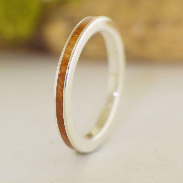 Anells minimal Anell de plata de llei i fusta de bruc anell delicat 120,00 € Viademonte Jewelry