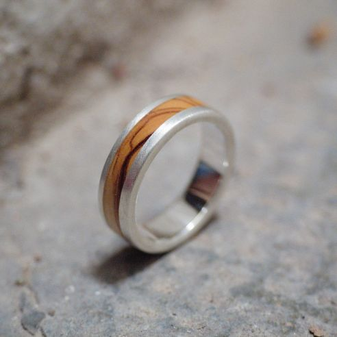 Anells amb fusta i plata Anell de plata i fusta d'olivera 150,00 € Viademonte Jewelry