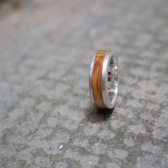 Ringe mit Holz und Silber Silberring und Olivenholz 150,00 € Viademonte Jewelry
