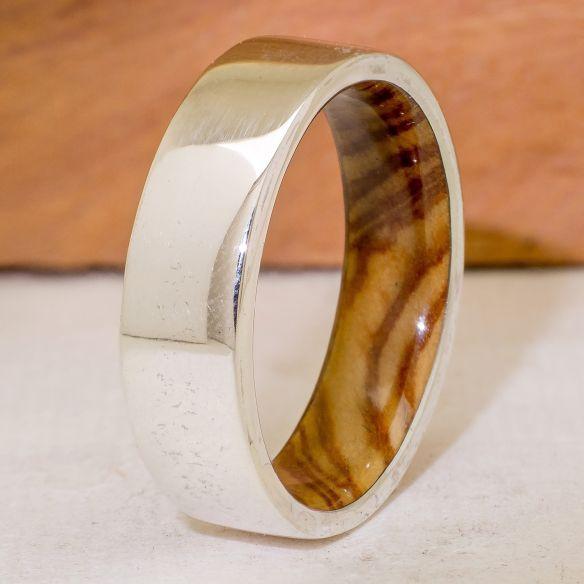 Alliances avec bois et argent Bague en argent et intérieur en bois d'olivier 150,00 € Viademonte Jewelry