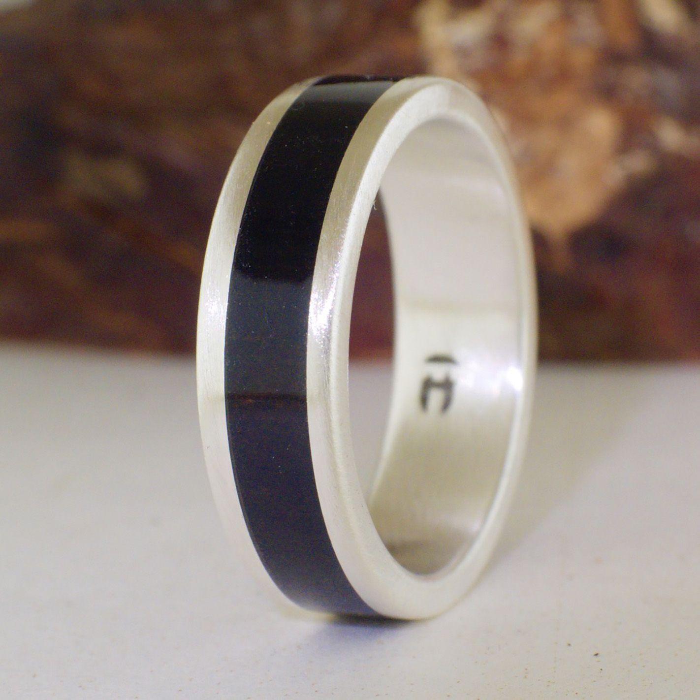 Ring aus mattem Silber und Ebenholz