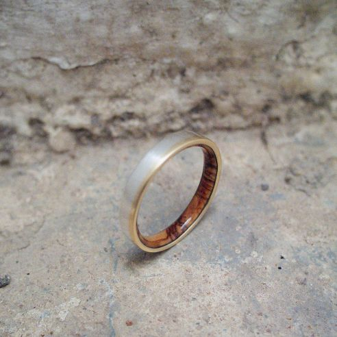 Gold wood bands Yellow gold, sterling silver ring and olive wood 260,00 € Viademonte Jewelry