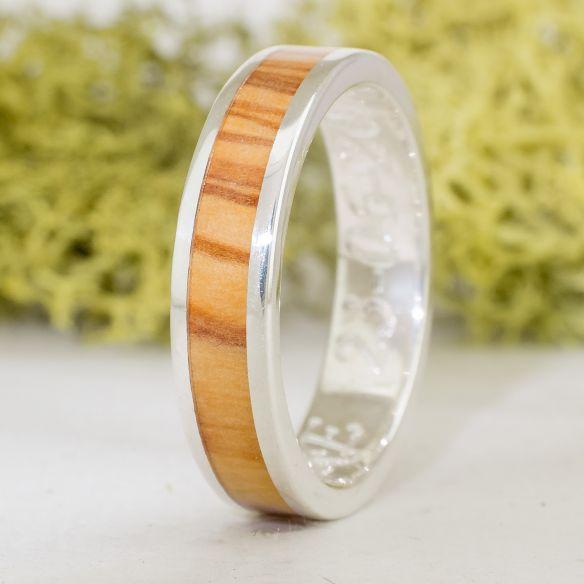 Anelli con legno e argento Anello di fidanzamento in argento con legno d'ulivo catalano 150,00 € Viademonte Jewelry