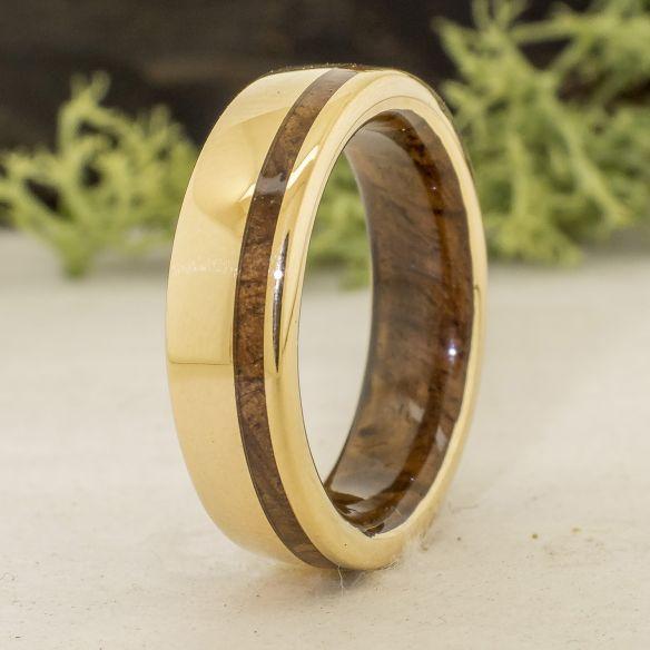 Ringe mit Holz und Gold Ring aus Gelbgold und Walnussholz € Viademonte Jewelry
