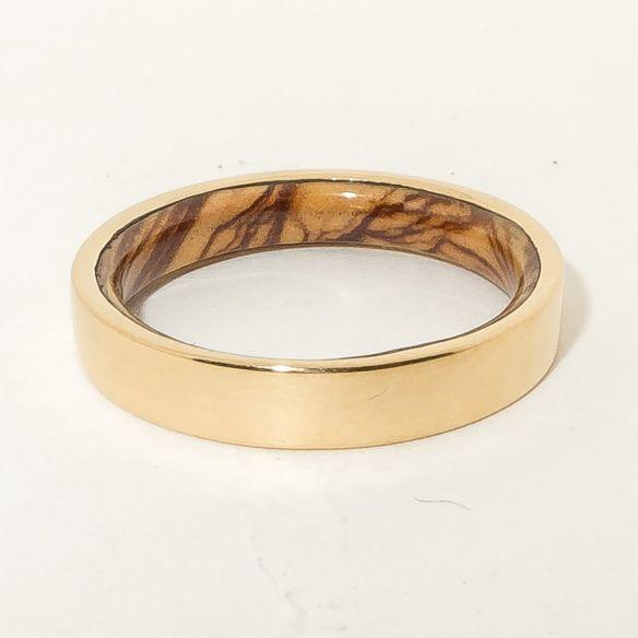 Alianzas con madera y oro Anillo de oro 18k y madera de olivo en el interior 390,00€ Viademonte Jewelry