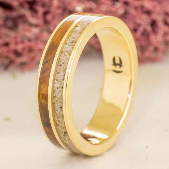 Sand rings Yellow gold band sand & juniper wood 750,00 € Viademonte Jewelry