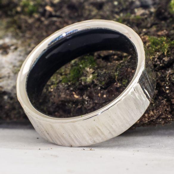 Alleanze con legno e argento Anello in argento 925 e legno di ebano interno 160,00 € Viademonte Jewelry
