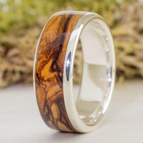 Anells amb pedres precioses Anell de plata de llei, olivera i grana 220,00 € Viademonte Jewelry