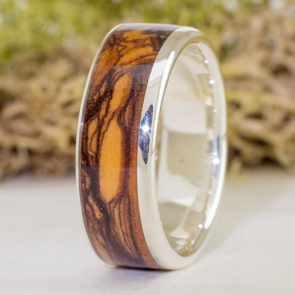 Bagues avec pierres précieuses Viademonte Jewelry , olive et grenat Viademonte Jewelry € Viademonte Jewelry