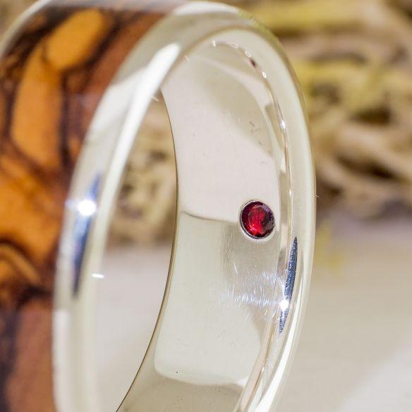 Anillos con piedras preciosas Anillo de plata de ley, olivo y granate 198,00€ Viademonte Jewelry