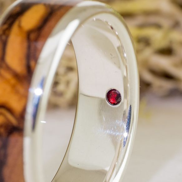 Solitaire rings Olive and garnet sterling silver ring 211,50€ Viademonte Jewelry