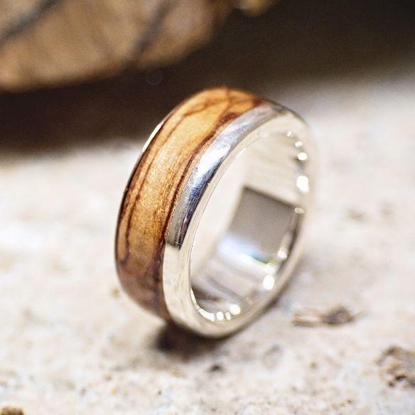 Anillos con madera y plata Anillo de plata con madera de olivo 165,00€ Viademonte Jewelry