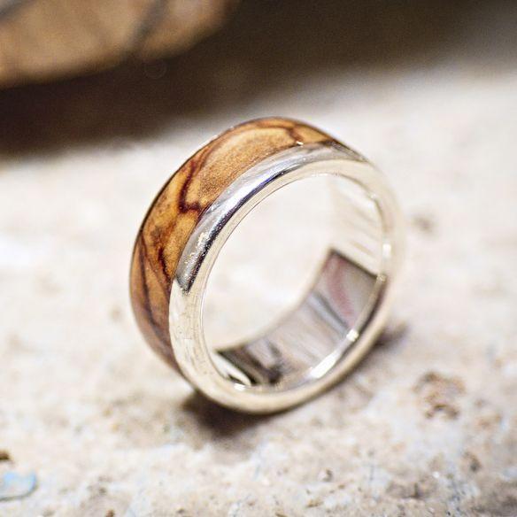 Anells amb fusta i plata Anell de plata amb fusta d'olivera 150,00 € Viademonte Jewelry