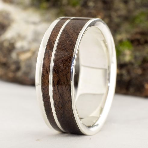 Anillos con madera y plata Anillo de boda hombre - Alianza de plata con madera de nogal 160,00€ Viademonte Jewelry