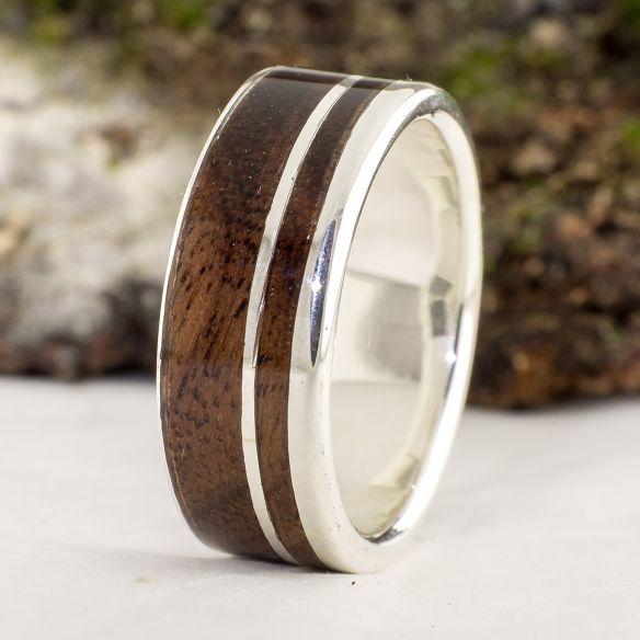 Anillos con madera y plata Anillo de boda hombre - Alianza de plata con madera de nogal 120,00€ Viademonte Jewelry