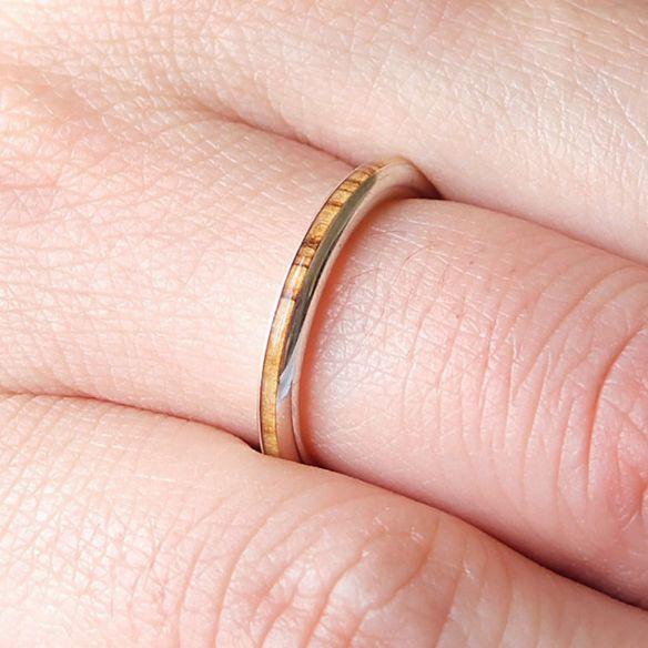Anillos minimal Anillo fino de plata de ley y madera de olivo 135,00€ Viademonte Jewelry