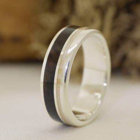 Anells amb asta i banya Anell de plata de llei, banús blanc i banya d'ant 120,00 € Viademonte Jewelry