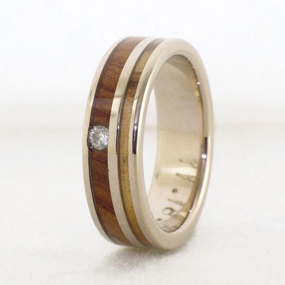 Ringe mit Edelsteinen Ring aus Weißgold, Diamant und Oliven- und Wacholderholz € Viademonte Jewelry