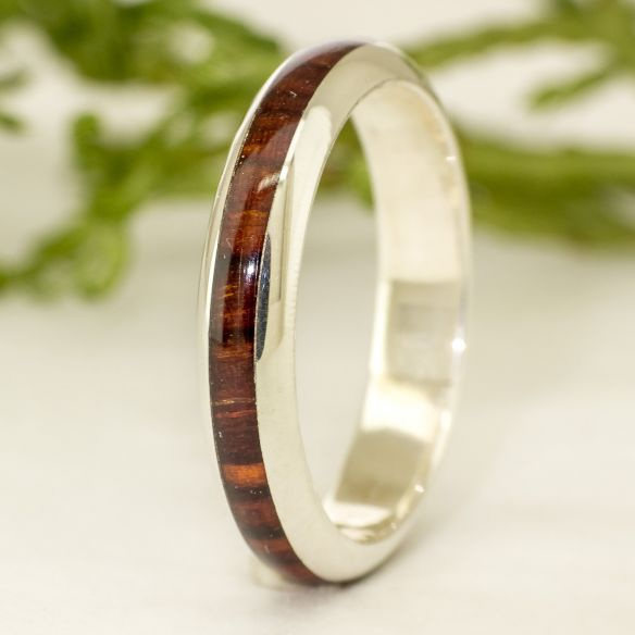 Anells minimal Aliança de plata i fusta de cocobolo - Mitja canya 130,00 € Viademonte Jewelry