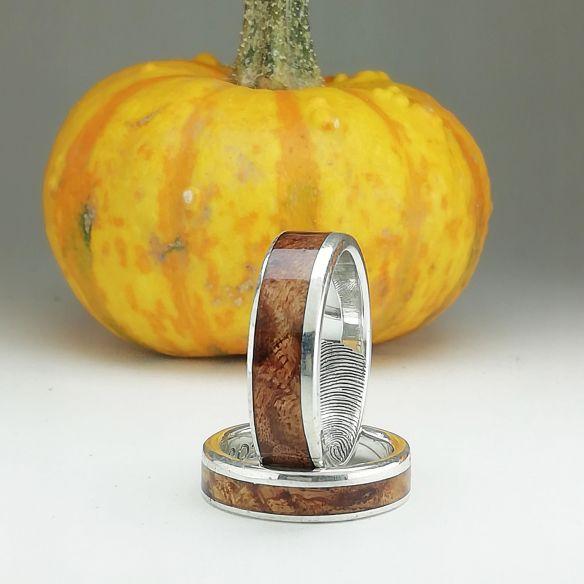 Paare von Ringen Personalisierte Eheringe aus Silber und Birkenholz 290,00 € Viademonte Jewelry