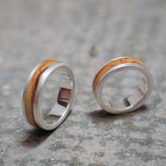 Parejas de anillos Alianzas de plata de boda con madera de olivo acabado mate . Joyeria en madera 2019 230,00€ Viademonte Je...