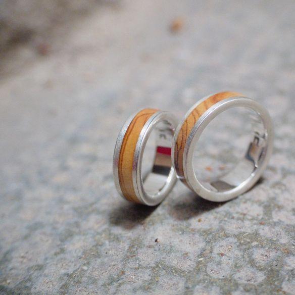 Couples de bagues Alliances en argent avec finition mate en bois d'olivier. Bijoux en bois 2019 300,00 € Viademonte Je ...