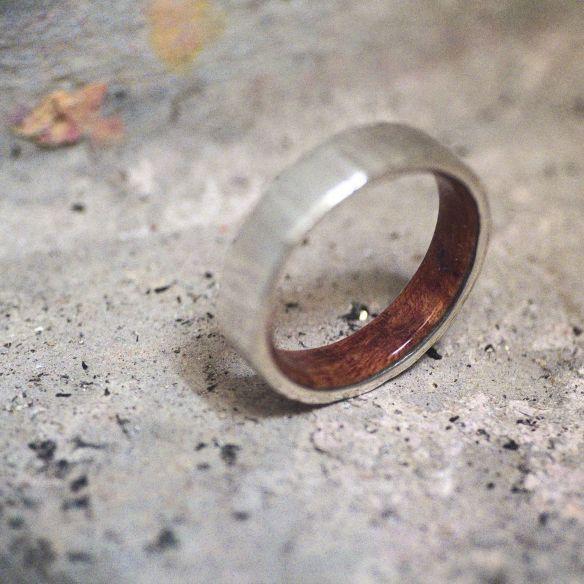 Aliances amb fusta i plata Anell de plata de llei i fusta de bruc a l'interior 150,00 € Viademonte Jewelry