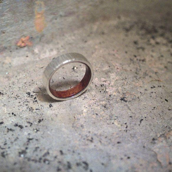Allianzen mit Holz und Silber Sterling Silber Ring und Heideholz im Inneren 150,00 € Viademonte Jewelry