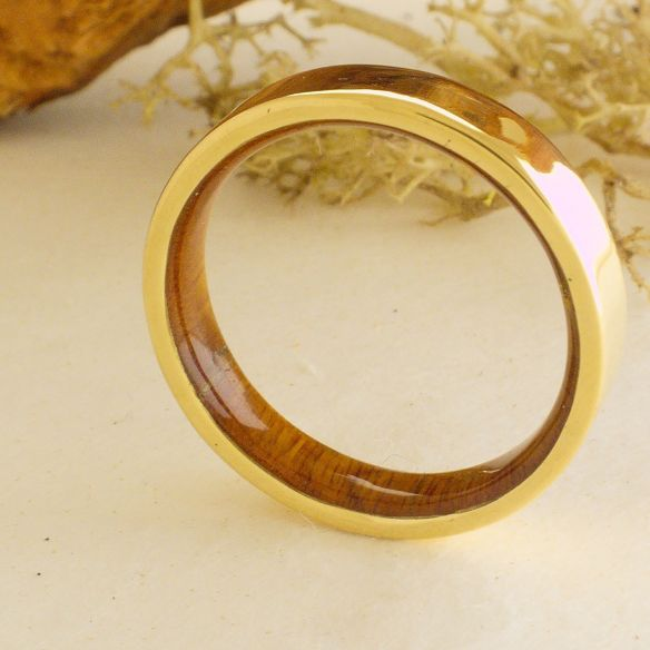 Gold wood bands Yellow gold ring and lignum vitae wood 490,00 € Viademonte Jewelry