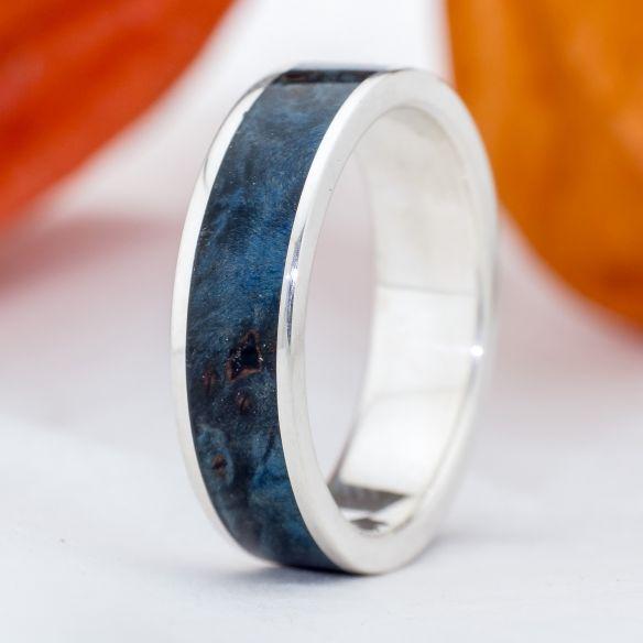 Anells amb fusta i plata Aliança de plata i fusta de bedoll blau 150,00 € Viademonte Jewelry