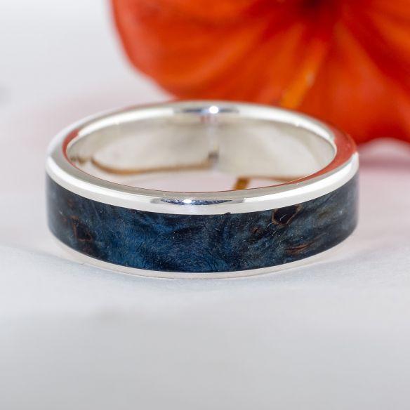 Anillos con madera y plata Alianza de plata y madera de abedul azul 150,00€ Viademonte Jewelry