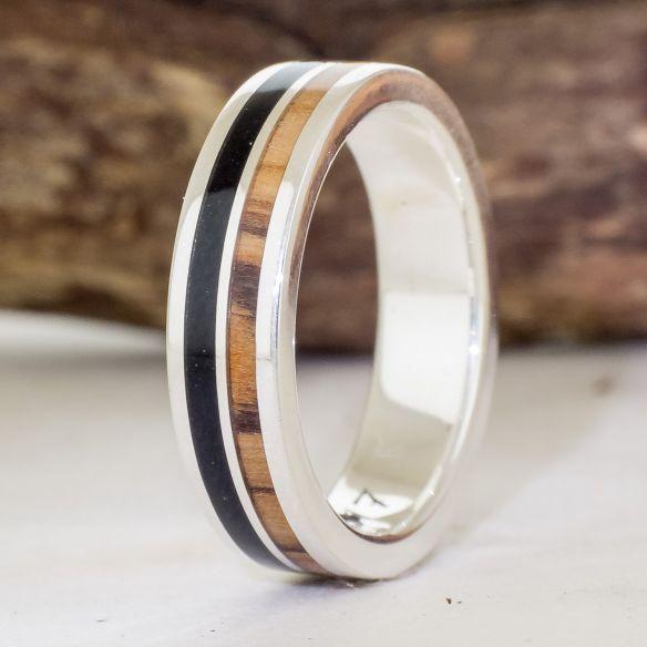 Anells amb fusta i plata Aliança de plata feta amb fusta d'olivera i banús 160,00 € Viademonte Jewelry