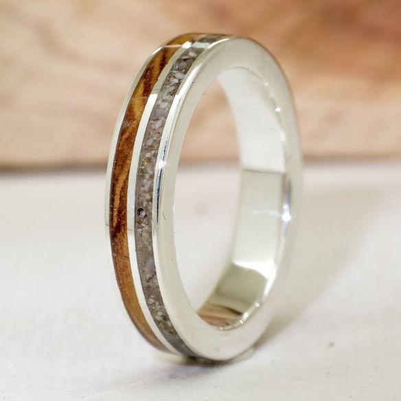 Anells amb pedres precioses Anell de plata amb diamant, sorra i olivera 210,00 € Viademonte Jewelry