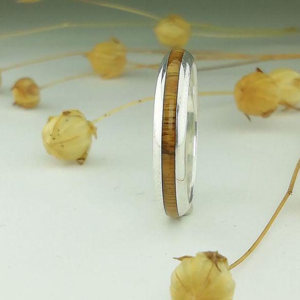 Anells minimal Anell de plata mitjacanya i fusta de pal sant 130,00 € Viademonte Jewelry
