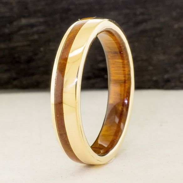 Anells amb fusta i or Anell d'or groc amb fusta de pal sant 790,00 € Viademonte Jewelry
