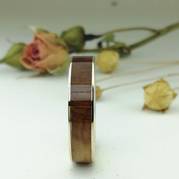 Gold wood rings Yellow gold band & juniper wood 500,00€ Viademonte Jewelry