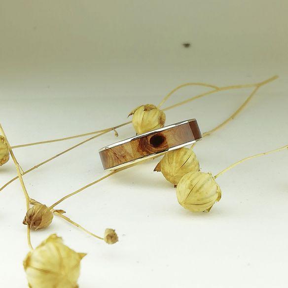 Bagues avec bois et or Bague en or jaune avec bois de genévrier 500,00 € Viademonte Jewelry