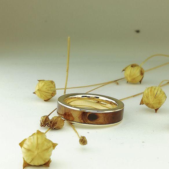 Anells amb fusta i or Anell d'or groc amb fusta de ginebre 500,00 € Viademonte Jewelry