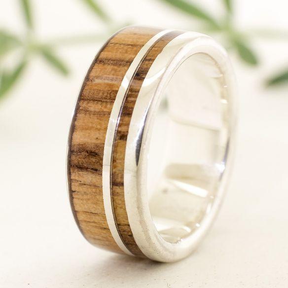 Anells amb fusta i plata Anell de plata fet amb fusta de zebrano 160,00 € Viademonte Jewelry