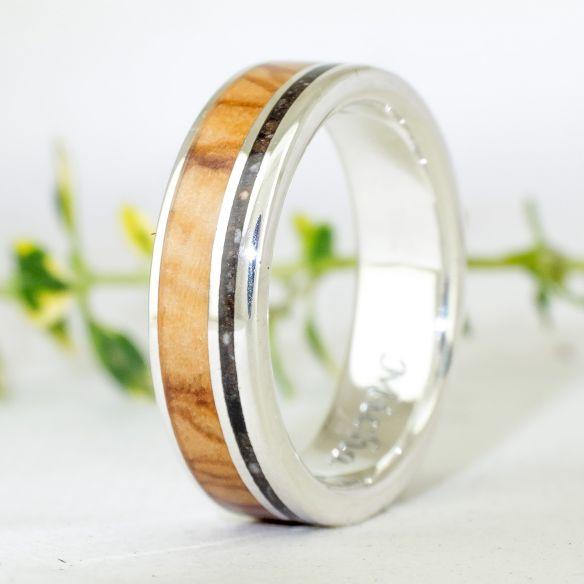 Anillos con piedras preciosas Anillo plata, diamante, madera de olivo y tierra de bosque 220,00€ Viademonte Jewelry