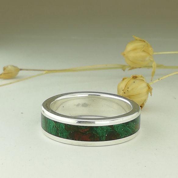 Anillos con madera y plata Alianza de plata y madera de abedul verde 150,00€ Viademonte Jewelry