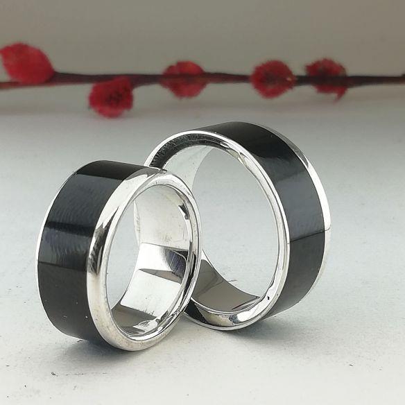 Parejas de anillos Alianzas de plata y madera Viademonte . madera de ebano . Joyas de madera y plata 300,00€ Viademonte Jewelry