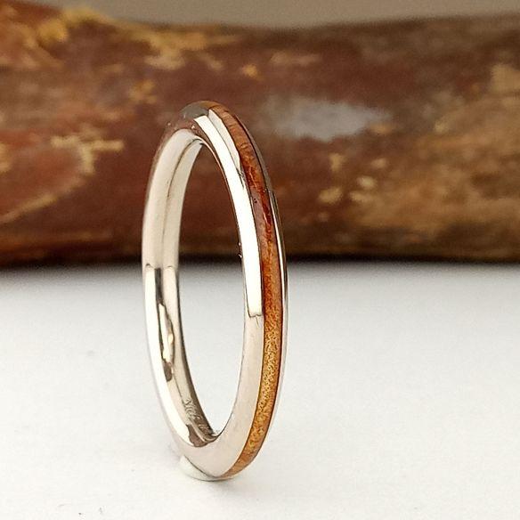 Anillos minimal Anillo de oro blanco y madera de enebro 470,00€ Viademonte Jewelry