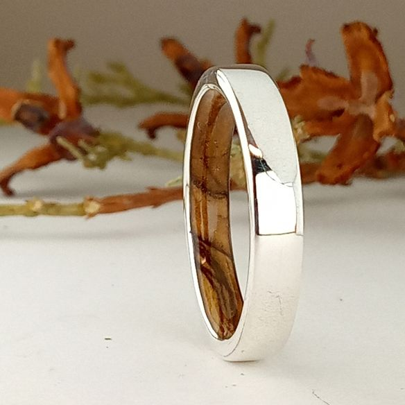 Silver wood bands Sterling silver ring and olive wood inside 140,00 € Viademonte Jewelry