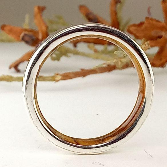 Alliances avec bois et argent Bague en argent massif et intérieur en bois d'olivier 140,00 € Viademonte Jewelry