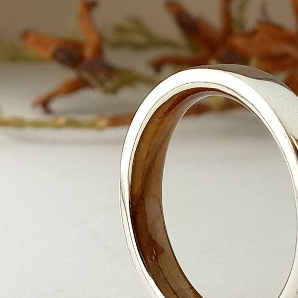 Aliances amb fusta i plata Anell de plata de llei i fusta d'olivera a l'interior 140,00 € Viademonte Jewelry