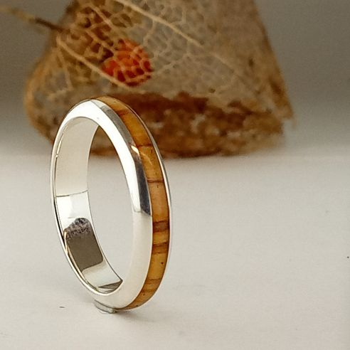 Stackable rings Silver and olive wood ring - Half round 130,00 € Viademonte Jewelry